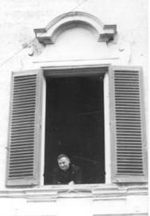 Vescovo Ferrari alla finestra di Monopoli